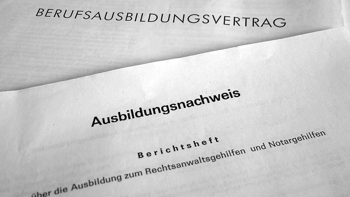 ausbildungsvertrag (c) Claudia Hautumm / pixelio.de