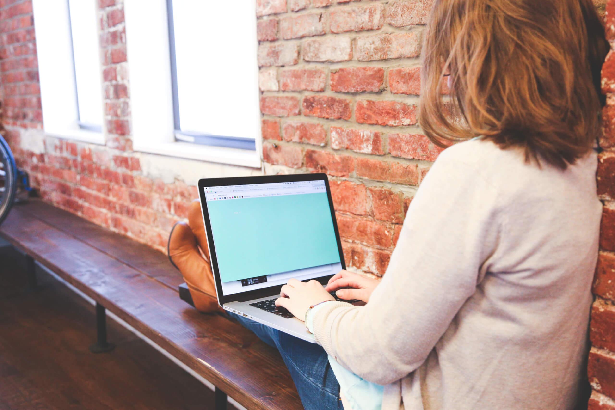 entspannt arbeiten - unterwegs oder im Homeoffice (c) 50stock.com