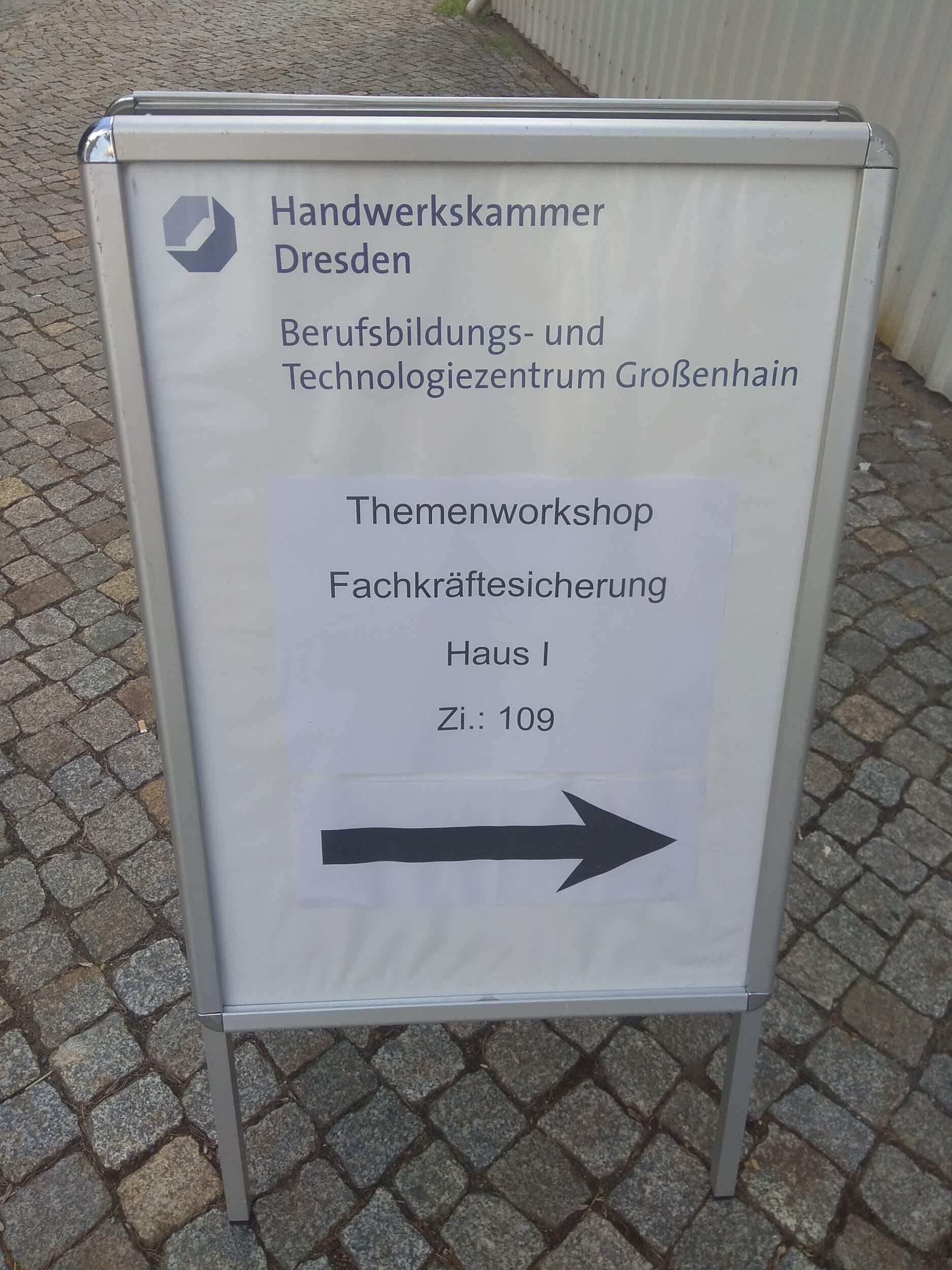 Netzwerken beruflich - Kaffee trinken und mehr für eine funktionierende Fachkräftesicherung im Berufsschulzentrum der Handwerksammer in Großenhain (c) familienfreund.de
