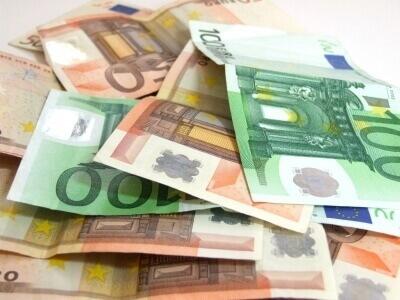 Geld | Sonderzahlung (c) Uta Herbert / pixelio.de
