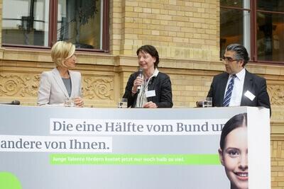 Foto | BMBF: Hat das Deutschlandstipendium zur Chefsache erklärt: Renate Lieckfeldt, Rektorin der Hochschule für Technik, Wirtschaft und Kultur in Leipzig (HTWK), © 2012 bmbf.de