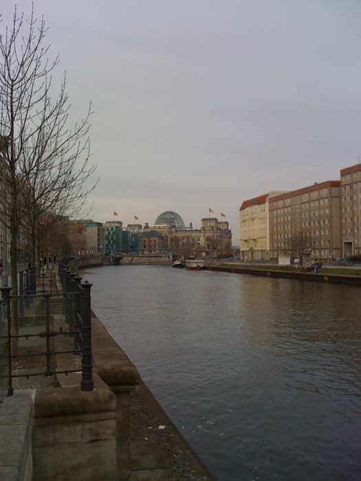 Fluss in der Stadt (c) familienfreund.de