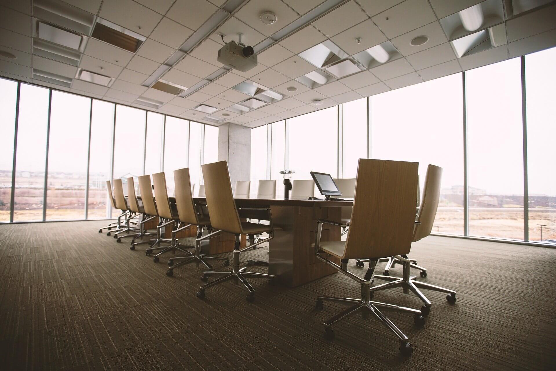 Büromöbel aus Ausdruck für Veränderungen in der Arbeitswelt (c) pixabay.de